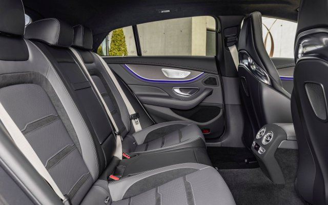 2018_amg_gt_4-door_coupe_x290_10_interieur